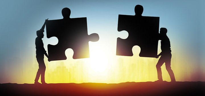 Jigsaw pieces brought together - good customer relationship